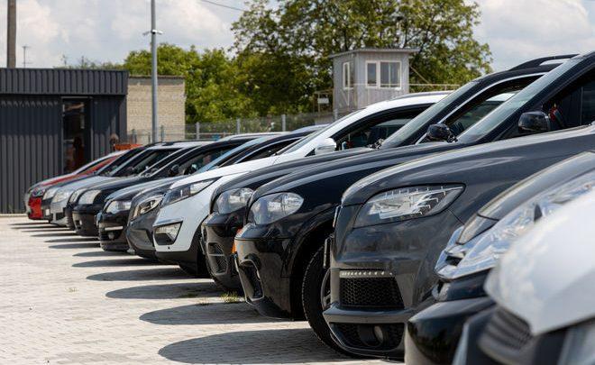 Украинцам разрешат регистрировать автомобили через салоны