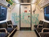 Бэнкси расписал вагоны лондонского метро граффити на тему коронавируса