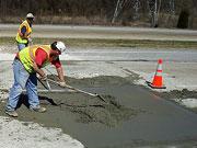 Дорожники завершили работы по бетонированию проезда Запорожского моста