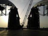 На Подольско-Воскресенском мосту начали устанавливать еще три больших металлоконструкции (видео)
