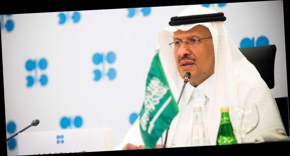«Новогодний подарок для отрасли». Нефть заметно подорожала из-за неожиданного заявления Саудовской Аравии оснижении добычи