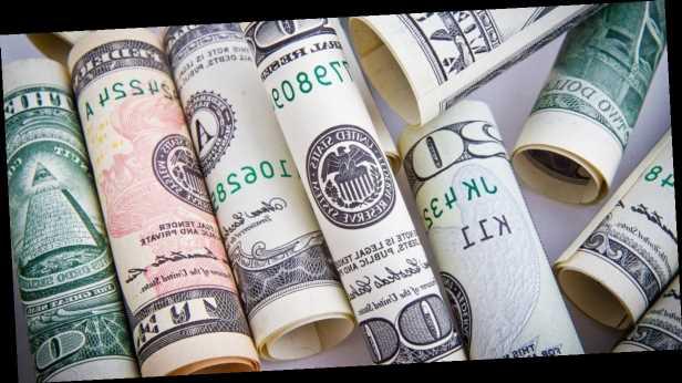 Украинцев ждет дешевый доллар: когда и почему упадет курс