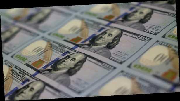 Курс доллара растет на межбанке: почему и надолго ли это