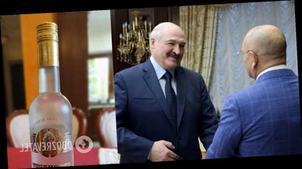 Лукашенко вручил Шевченко »набор президента»: »слуга народа» похвастался подарками. Фото
