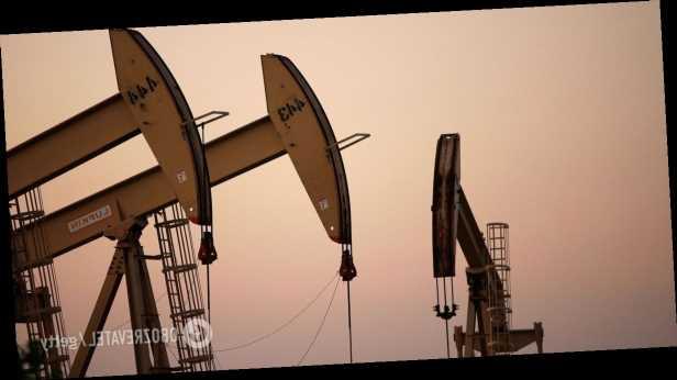 Мировые цены на нефть рухнули из-за нового скачка заболеваемости коронавирусом