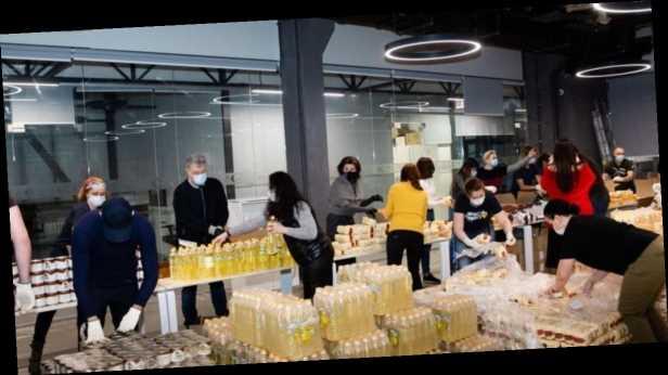 Семья Порошенко с волонтерами собрали 2 тысячи продуктовых наборов для нуждающихся