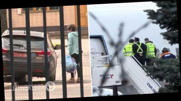 Тащат с собой даже гладильные доски: фото и видео изгнания российских дипломатов из Чехии