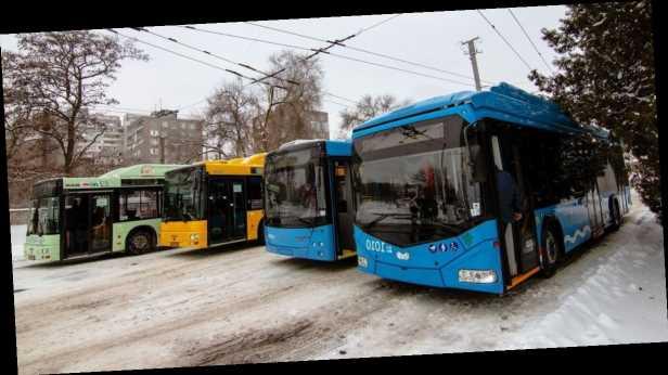 Украина введет спецпошлины на автобусы и грузовики из Беларуси: названа причина