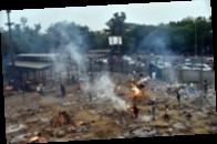 В Индии массово кремируют умерших от COVID