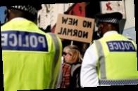 В Лондоне в ходе протестов против ограничений пострадали полицейские