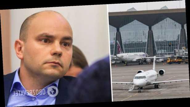 В России с самолета сняли известного оппозиционера, он попал в ФСБ. Фото