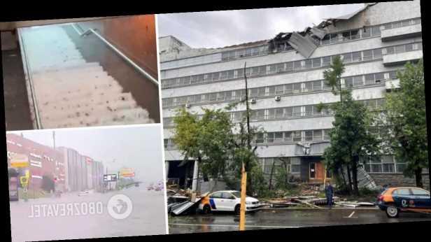 Мощный ураган в Москве затопил улицы и метро, снес крыши домов и вызвал пожары. Фото, видео