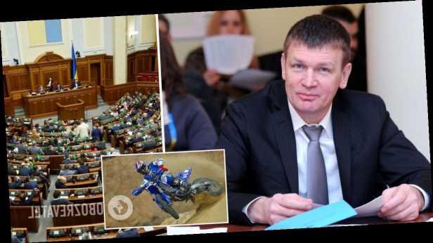 Нардепа Горвата поймали за развлечениями на заседании Рады. Видео