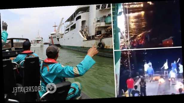 У берегов Бали затонуло судно с десятками пассажиров на борту. Видео спасения