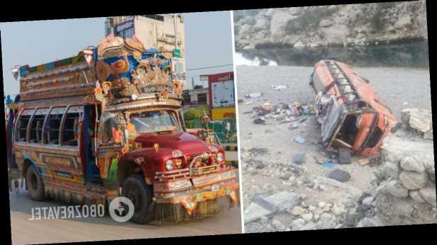 В Пакистане перевернулся автобус с паломниками: погибли два десятка человек. Фото