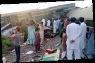 В Пакистане столкнулись поезда: погибли более 30 человек