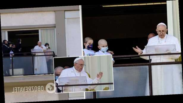 Папа Римский впервые появился на публике после операции
