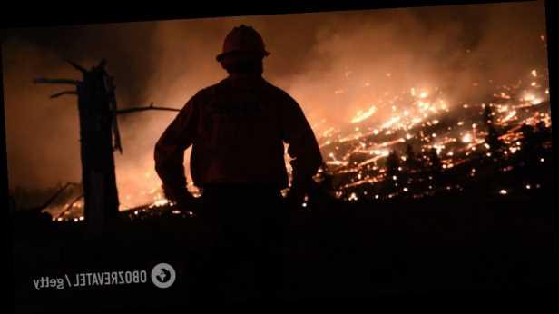 В Калифорнии вспыхнули мощные лесные пожары, власти срочно эвакуировали около 3 тысяч человек