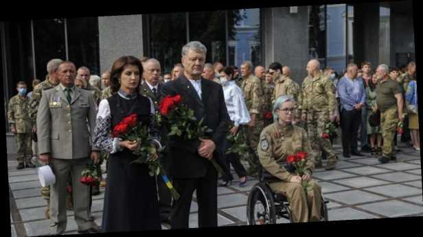 Порошенко почтил память погибших украинских воинов: призываю всех помнить, какой ценой нам досталась Независимость