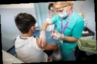 Великобритания начинает массовую COVID-вакцинацию подростков