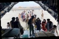 Водитель из Пакистана заехал посмотреть на аэропорт Кабула и оказался в США