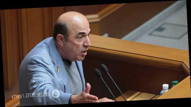 Депутат от ОПЗЖ Рабинович заклеил себе рот в прямом эфире. Фото и видео