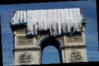 В Париже Триумфальную арку накрыли тканью