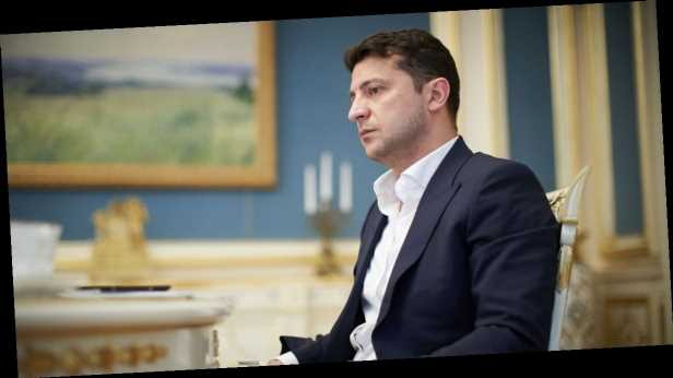 Зеленский пригласил молодых людей работать на государство за 30 тысяч гривен