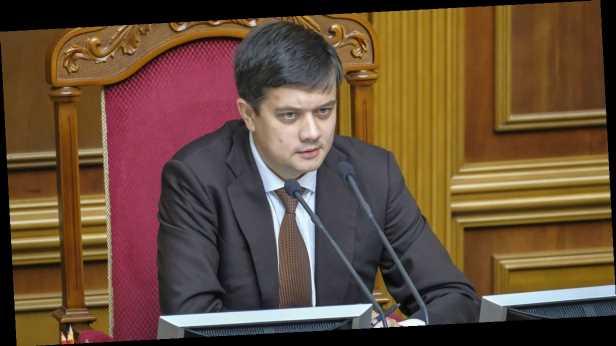 Atlantic Council назвал отставку Разумкова местью за скандал с законом об олигархах