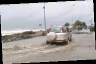 В Греции шторм превратил улицы в реки грязи