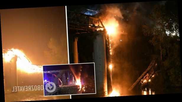 В Риме мощный пожар уничтожил старинный мост, часть конструкций обрушилась. Фото и видео